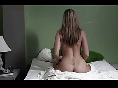 Mamá gorda en medias rojas chupa señoras cojiendo mexicanas y novio anal en la cama